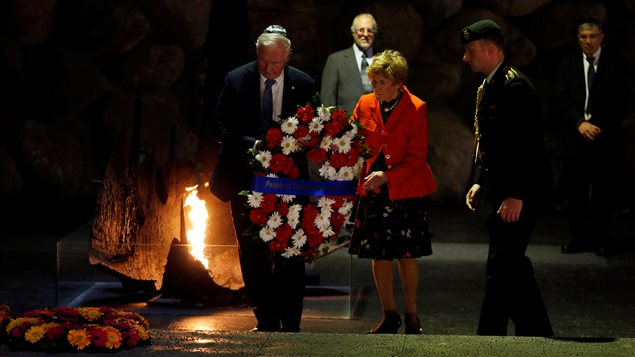 Canada's Governor General David Johnston (L) and his wife Sharon lay a wreath during a ceremony in the Hall of Remembrance at Yad Vashem Holocaust Memorial in Jerusalem November 2, 2016.