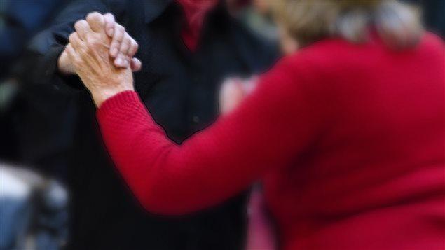 Un crédit d'impôt qui repousse graduellement l'âge de la retraite de 65 à 70 ans que dénoncent les organisations d'aînés.