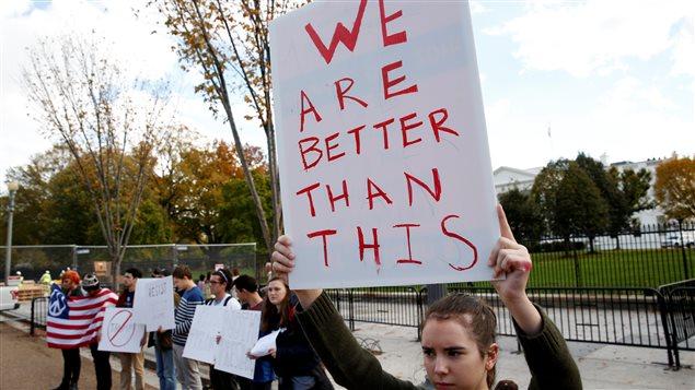 Des manifestants devant la Maison-Blanche au lendemain de l'élection présidentielle.