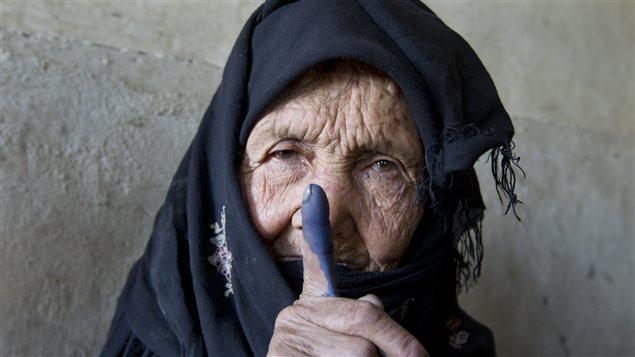 Une femme ayant exercé son droit de vote