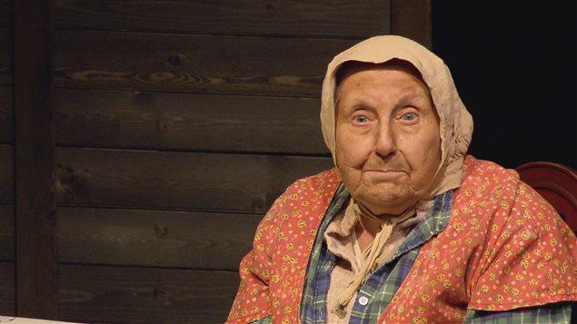 Viola Léger portant le costume de la Sagouine