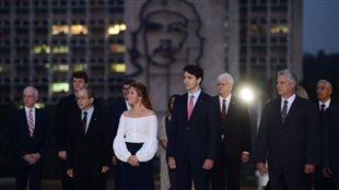 En visite à Cuba, le premier ministre Justin Trudeau a pris part à des activités protocolaires en plus de discuter d'éventuels partenariats économiques avec le président cubain, Raul Castro. Photo : Canadian Press / Presse canadienne