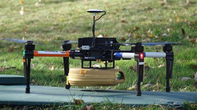 Photo d'un défibrillateur envoyé par drone
