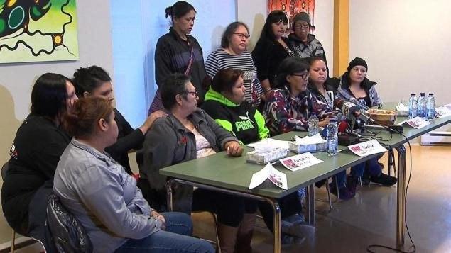 Des femmes autochtones ont réagi à Val-d'or à la décision du DPCP de ne pas porter d'accusation contres des policiers de la SQ.