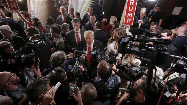 Le président élu des États-Unis, Donald Trump, parle avec les médias.