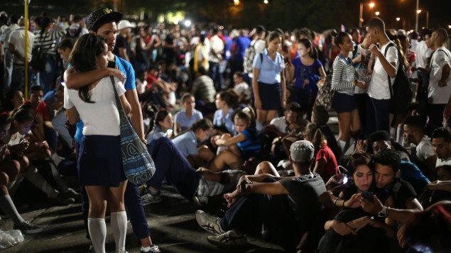 Los jovenes cubanos asistieron a la ceremonia en homenaje a Fidel Castro.