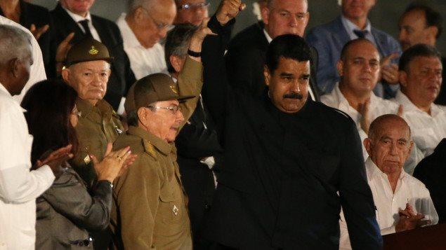 Raúl Castro, presidente de Cuba y Nicolás Maduro, presidente de Venezuela, anoche en la Plaza de la Revolución en La Habana.