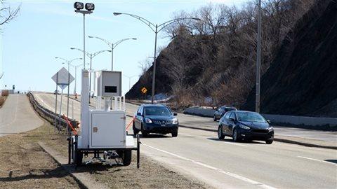 Selon le juge Cimon, le problème est qu'aucun policier n'a été témoin de l'excès de vitesse au cours de la prétendue infraction, et il n'est pas possible de confirmer le calibrage correct de l'appareil au moment où la photo a été prise.