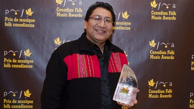 Mejor artista solista del año en Música del mundo en los Premios de Música Folk Canadiense.