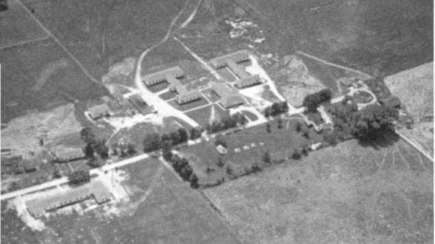 By 1943 more buildings and training capacity had been built. People, including top politicians, were told that the top secret Hydra antennaes were for the CBC radio.