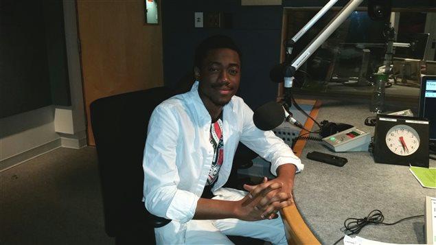 L'étudiant à l'Université de Saint-Boniface Hugor Zeng discute des traditions de Noël congolaises à l'émission radio L'actuel.