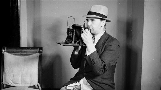 Conrad Poirier en 1939. Il a été un des premiers photographes de la vie quotidienne au Québec.