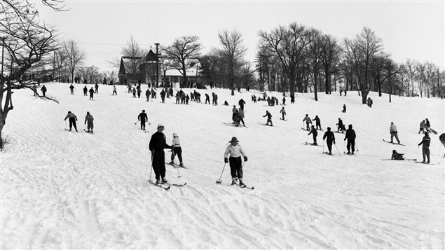 Ski alpin sur le Mont-Royal en 1954.