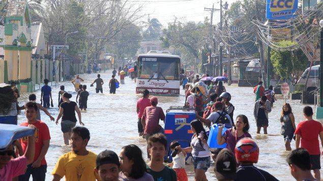 Filipinas después del paso del tifón Nock-Ten.