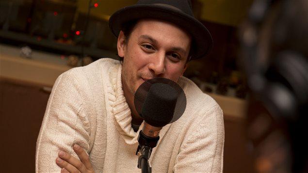 Le rappeur Samian au micro de l'émission Médium large.