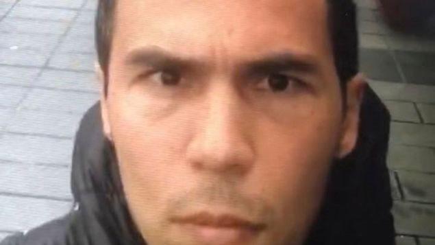 Foto del presunto autor del atentado de la discoteca Reina, extraída de un vídeo que él mismo habría filmado en la Plaza Taksim.