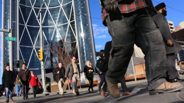 加拿大打工族一年辛苦平均薪酬不足5万加元