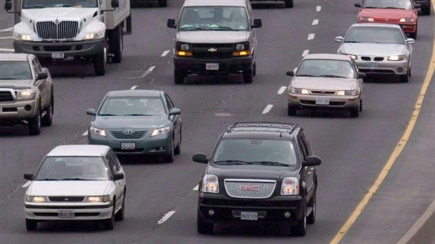 Environ 19 % des Ontariens vivent à moins de 50 m d'une grande route. Une étude suggère que cette proximité est liée à un risque légèrement plus élevé de démence. (Lars Hagberg / Presse canadienne)