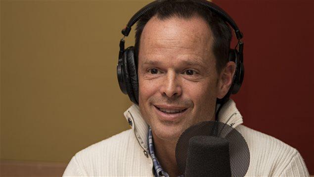 L'animateur de La prochaine aventure, le champion olympique Jean-Luc Brassard.