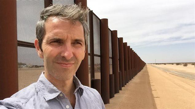 Le journaliste Yanick Dumont-Baron sur la frontière États-Unis/Méxique