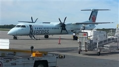Un avion Bombardier Q400 aux couleurs d'Air Canada Express