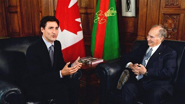 Le premier ministre Justin Trudeau dans son bureau à Ottawa avec l'Aga Khan, en mai 2016Photo: Sean Kilpatrick La Presse canadienne