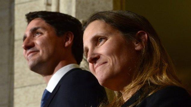 رئيس الحكومة الكندية جوستان ترودو ووزيرة خارجيته كريستيا فريلاند