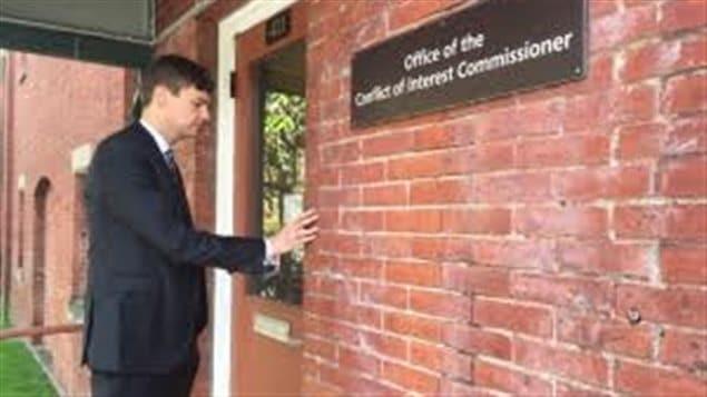 Le député David Eby dépose une plainte au Commissaire aux conflits d'intérêt de la C.-B.