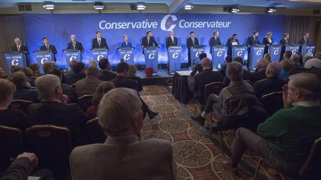 Les douze candidats à la direction du Parti conservateur du Canada débattent.
