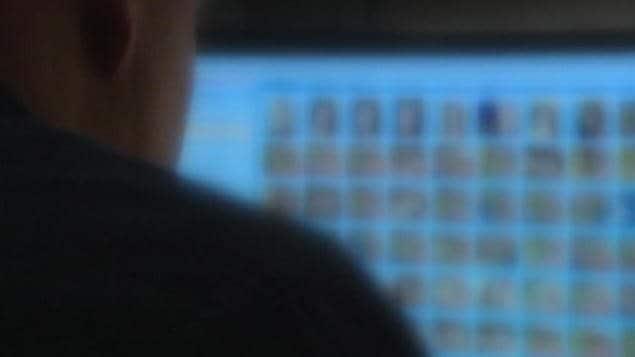 Selon le Centre canadien de protection de l'enfance, la prolifération de pornographie juvénile sur Internet est un problème important qui continue de prendre de l'ampleur. Photo : Radio-Canada
