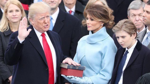 Donald Trump prêtant serment comme 45e président des États-Unis