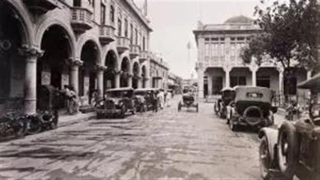 San Salvador 1932-one month prior to peasant revolt. *nothing between the expensive cars and the barefoot oxcart attendents- there is virtually no middle class* Maj Harris, US Army
