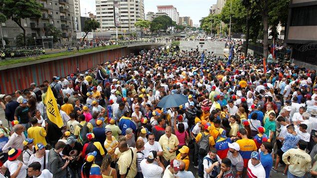 La oposición volvió a marchar por primera vez desde octubre último.