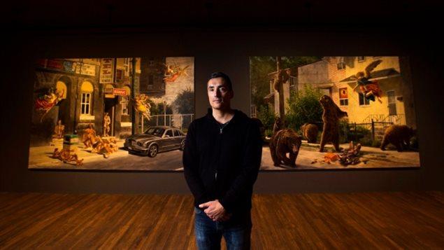 El pintor canadiense de raíces indígenas cree, Kent Monkman, en su nueva exposición *Shame and Prejudice: A Story of Resilience. *