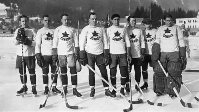 L'équipe canadien qui a gagné la première médaille d'or olympique dans ce sport. L'équipe était formée des membres du Toronto Granites hockey club
