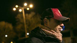 Maged El Makssoud raconte avoir perdu des amis dans l'attaque survenue dimanche soir. Photo : Radio-Canada/Maxime Corneau
