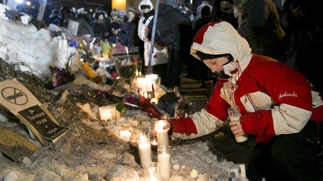 Des milliers de personnes ont participé à la veillée organisée à Québec après l'attentat de dimanche