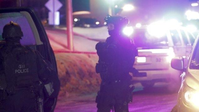 Des policiers sur les lieux de l'attentat à Ste-Foy