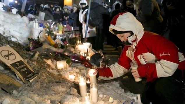 Des milliers de personnes ont participé à la veillée organisée à Québec après l'attentat de dimanche.