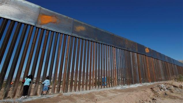 El muro entre México y Estados Unidos suma opositores.