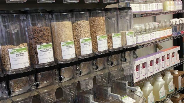 Le Dépanneur du Parc de Saint-Siméon a installé 28 distributeurs d'aliments en vrac