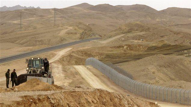 Además del límite con Palestina, Israel también levantó defensas en la frontera con Egipto.