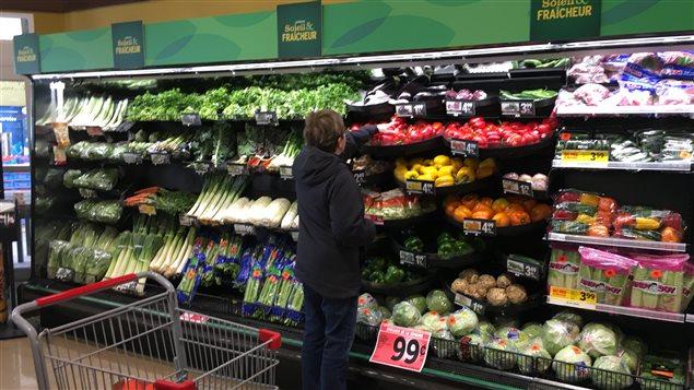 L'installation d'un comptoir doté d'un système de brumatisation permet d'éviter l'emballage de certains légumes