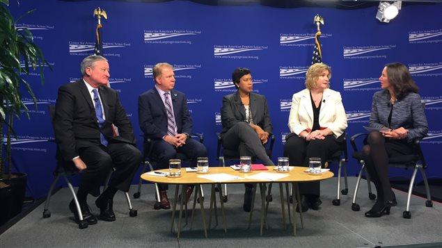 Discussion avec quatre maires. De gauche à droite: les maires Jim Kenney de Philadelphie, Ed Murray de Seattle, Muriel Bowser de Washington et Nan Whaley de Dayton, Ohio.