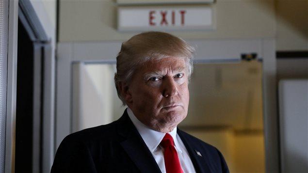 الرئيس الأميركي دونالد ترامب قبيْل عقده مؤتمراً صحافياً في الثالث من الشهر الجاري