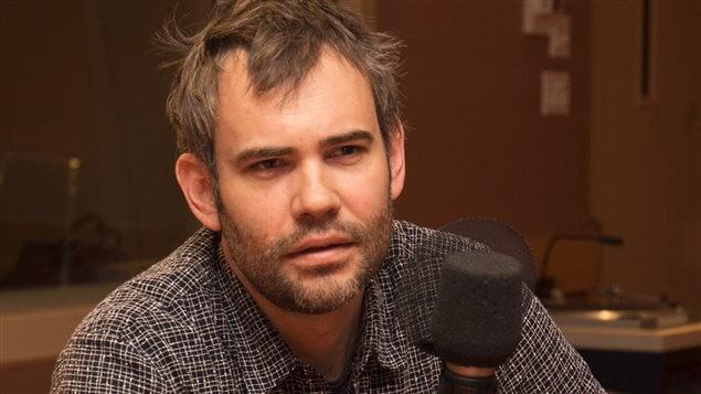 Le comédien Rossi Sutherland