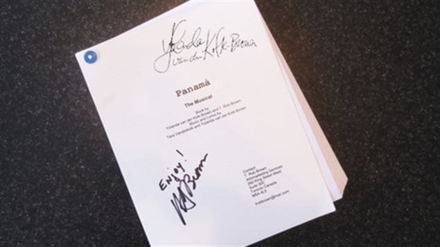 El guión original, firmado por Yolanda y Rob, los autores.