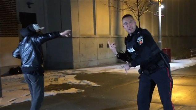 身手不凡的加拿大警察:一段警察加入街舞的视频爆红网络