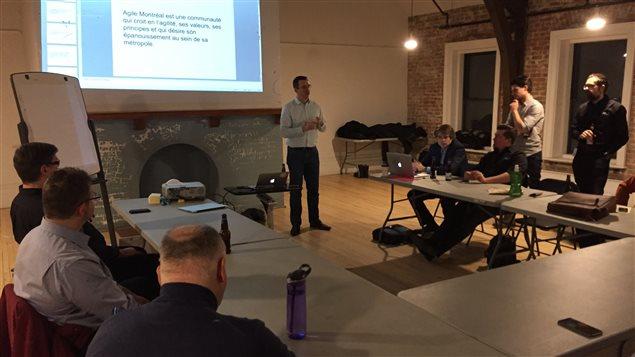 Une rencontre d'Agile Montréal, un des nombreux événements organisés par des groupes de haute technologie à la Maison Notman.