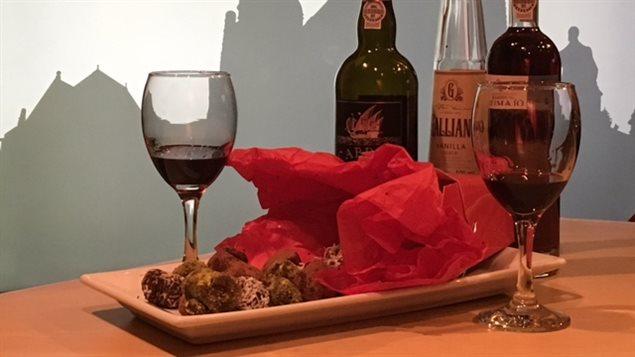Photo de bouteilles de Porto et de truffes
